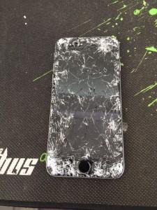 iRepairUAE Cracked iPhone 6 Screen