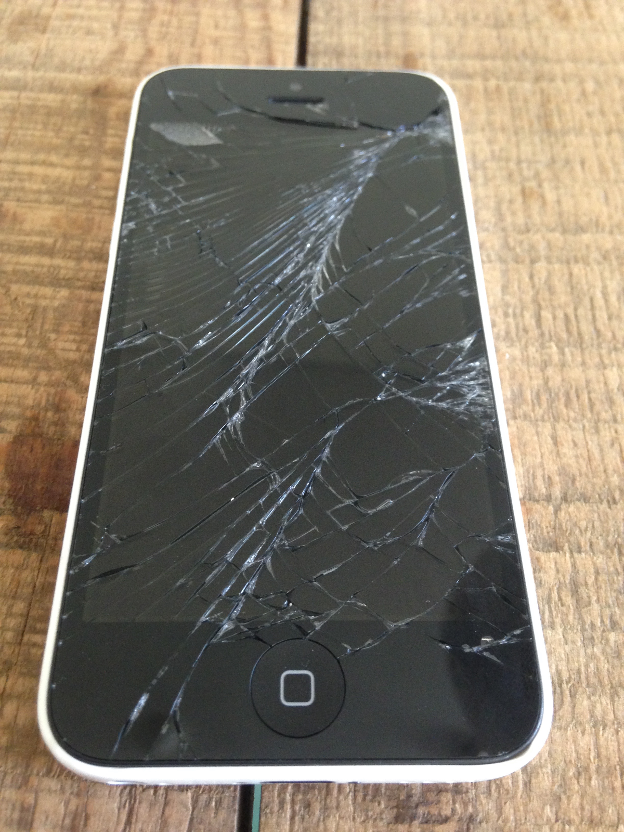 Oh No! Where can I repair my broken iPhone screen in Dubai?
