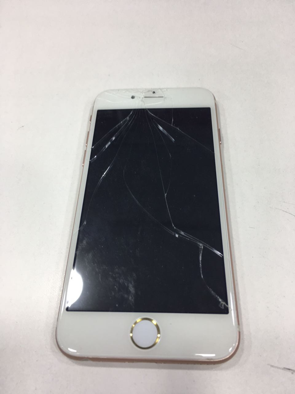 Why me?!? Story of a broken iPhone 6 screen in Dubai